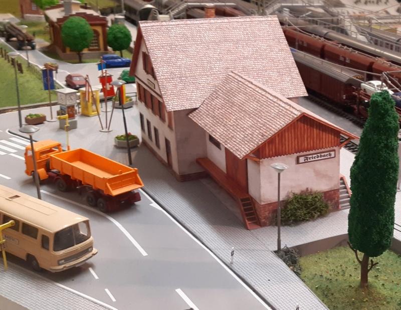 Märklin Analogbahn trifft Karton 20211065