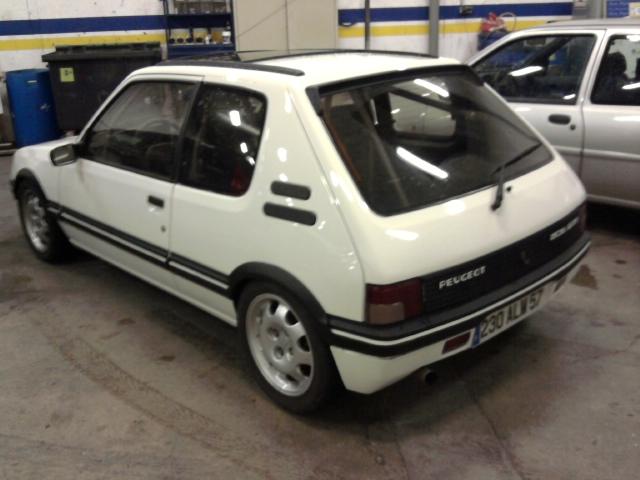[renaud] 205 GTI 1.9 - blanche-1986-circuit - Page 2 Photo019