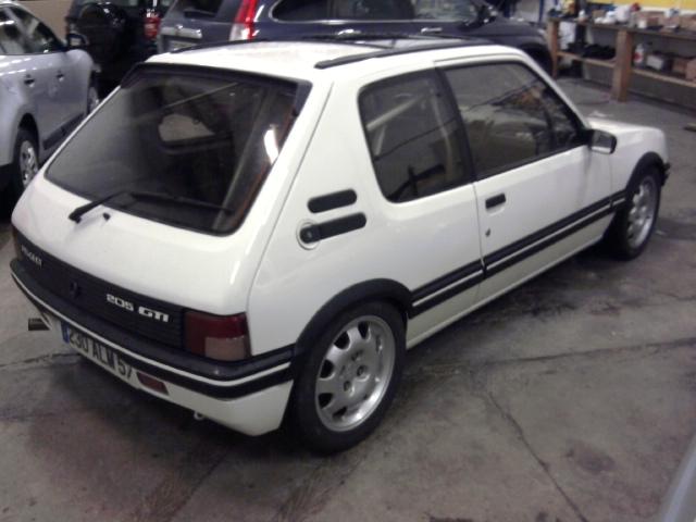 [renaud] 205 GTI 1.9 - blanche-1986-circuit - Page 2 Photo020