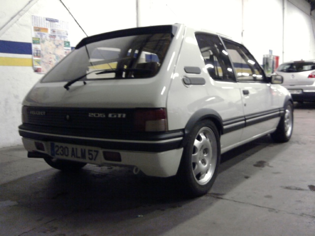 [renaud] 205 GTI 1.9 - blanche-1986-circuit - Page 2 Photo028