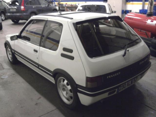 [renaud] 205 GTI 1.9 - blanche-1986-circuit - Page 2 Photo031