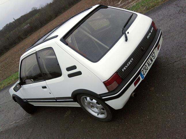 [renaud] 205 GTI 1.9 - blanche-1986-circuit - Page 2 Photo072