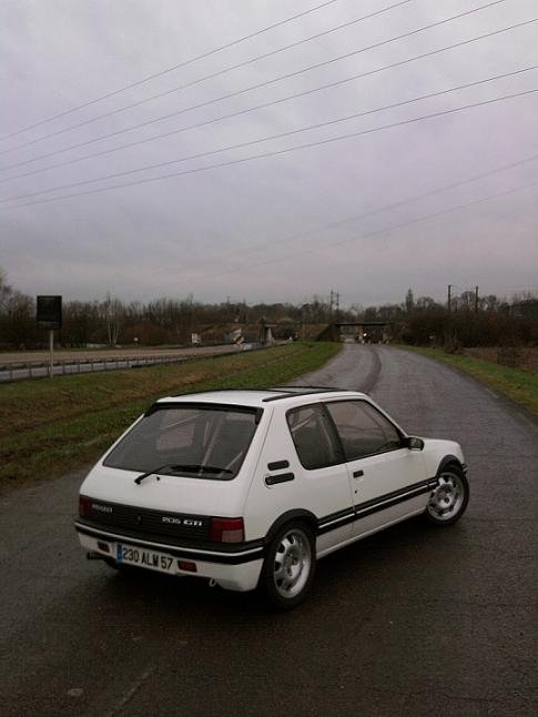 [renaud] 205 GTI 1.9 - blanche-1986-circuit - Page 2 Photo077