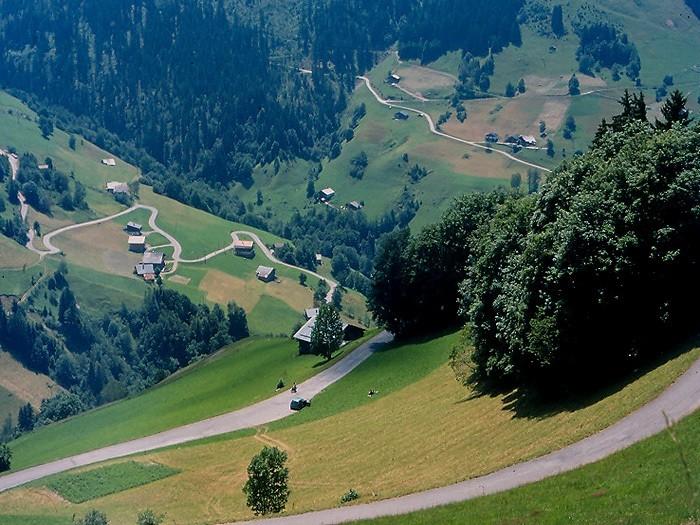 La Route des Grandes Alpes - Page 8 8362710