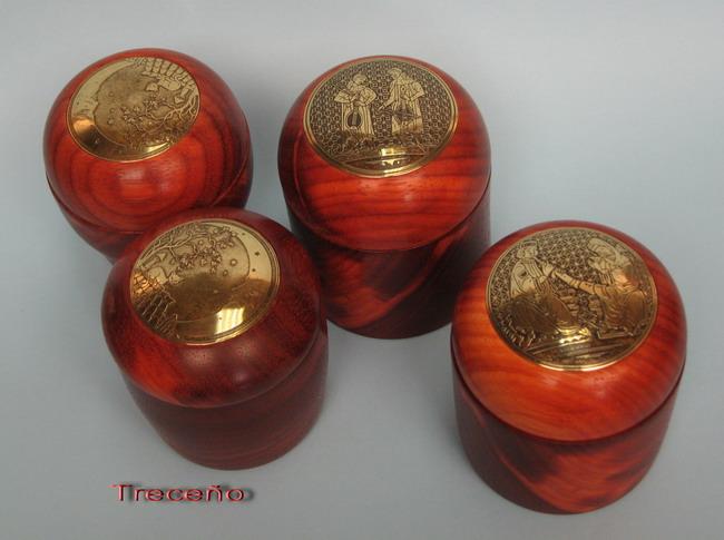 Latón grabado y madera de Palo Rojo 10190810