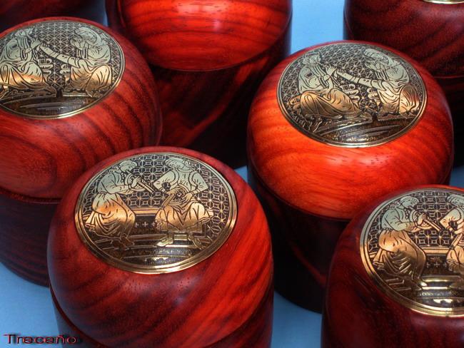 Latón grabado y madera de Palo Rojo 10190813
