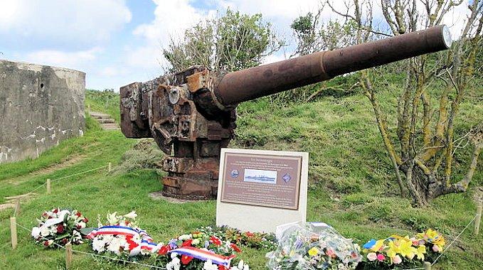 Contre-torpilleur Chacal coulé le 24 mai 1940 au Cap d'Alprech près de Boulogne. 800px-10