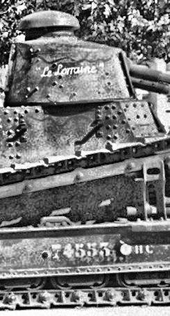 Deux FT de 1940 encore en service en 1942 9_nove10