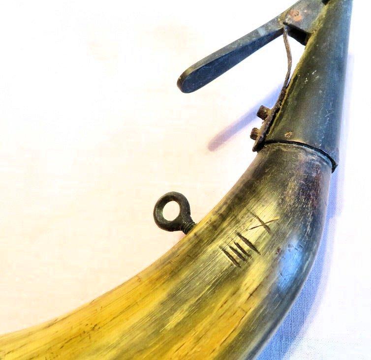 Pulvérin en corne... XIXe siècle ? Corne-12