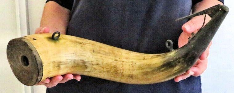 Pulvérin en corne... XIXe siècle ? Corne-14