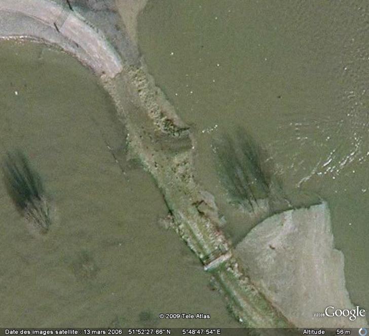Crues et innondations observées dans Google Earth Digues11