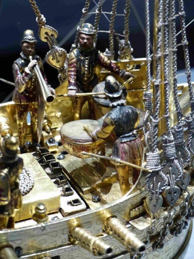 La Nef de table et les Cadenas 3-1110