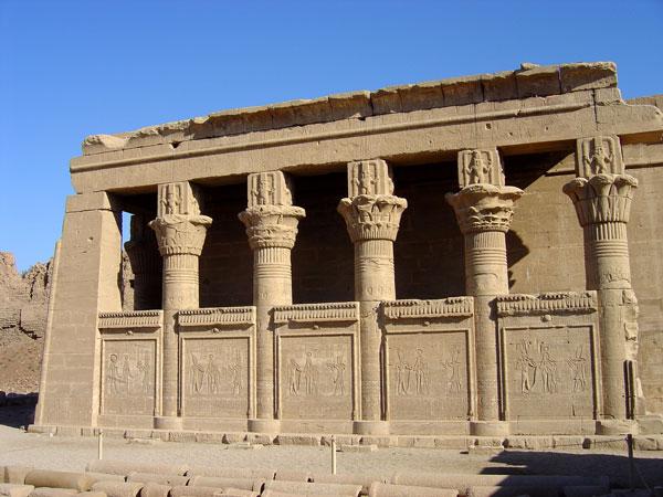 LE SANCTUAIRE D'HATHOR (Egypte) Temple12