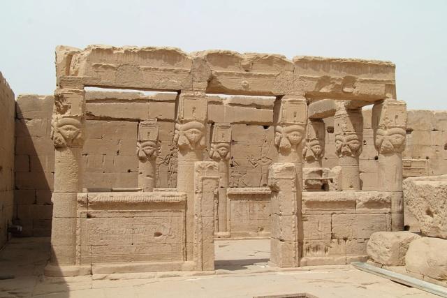 LE SANCTUAIRE D'HATHOR (Egypte) Temple14