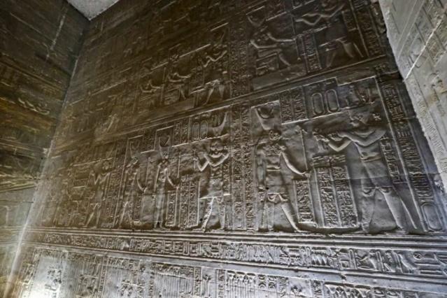LE SANCTUAIRE D'HATHOR (Egypte) Temple24