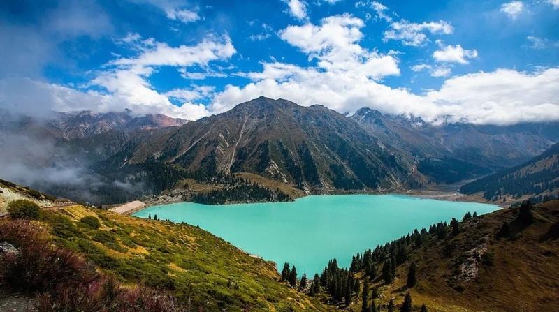 LE GRAND LAC ALMATY (Kazakhstan) Turana10