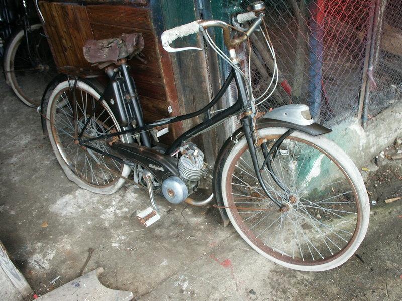 AV3 1951:mobylette de facteur  vendue par...Peugeot Pict1066