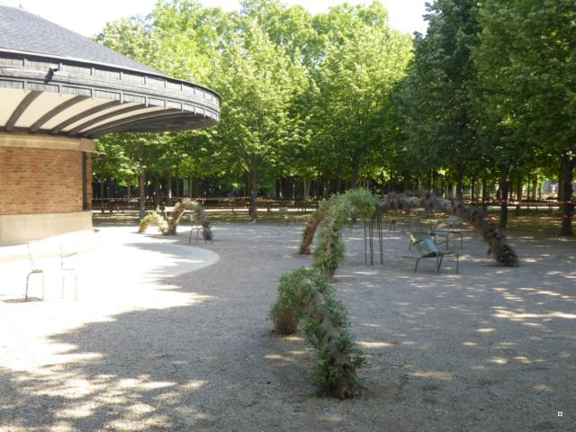 Choses vues dans le jardin du Luxembourg, à Paris - Page 7 1-01016