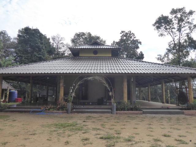Un petit temple, sans doute unique en Thaïlande. 1-thoe15