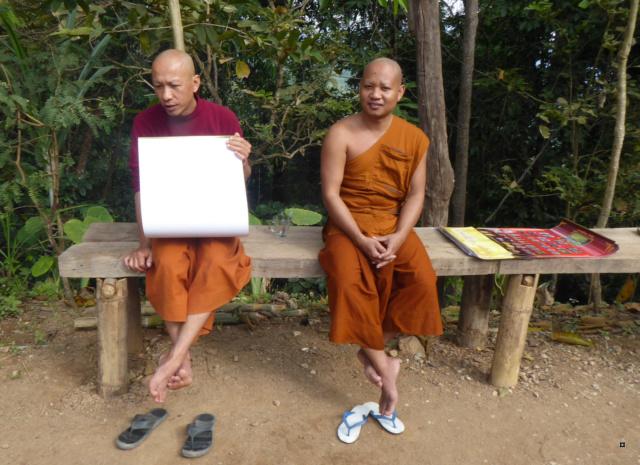Un petit temple, sans doute unique en Thaïlande. 1-thoe17