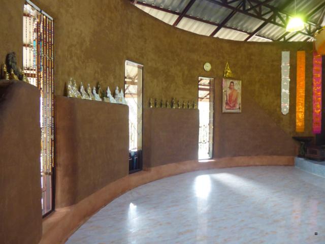 Un petit temple, sans doute unique en Thaïlande. 1-thoe19