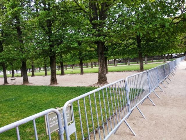 Choses vues dans le jardin du Luxembourg, à Paris - Page 9 Pel210