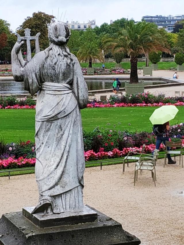 Choses vues dans le jardin du Luxembourg, à Paris - Page 8 Thumbn13
