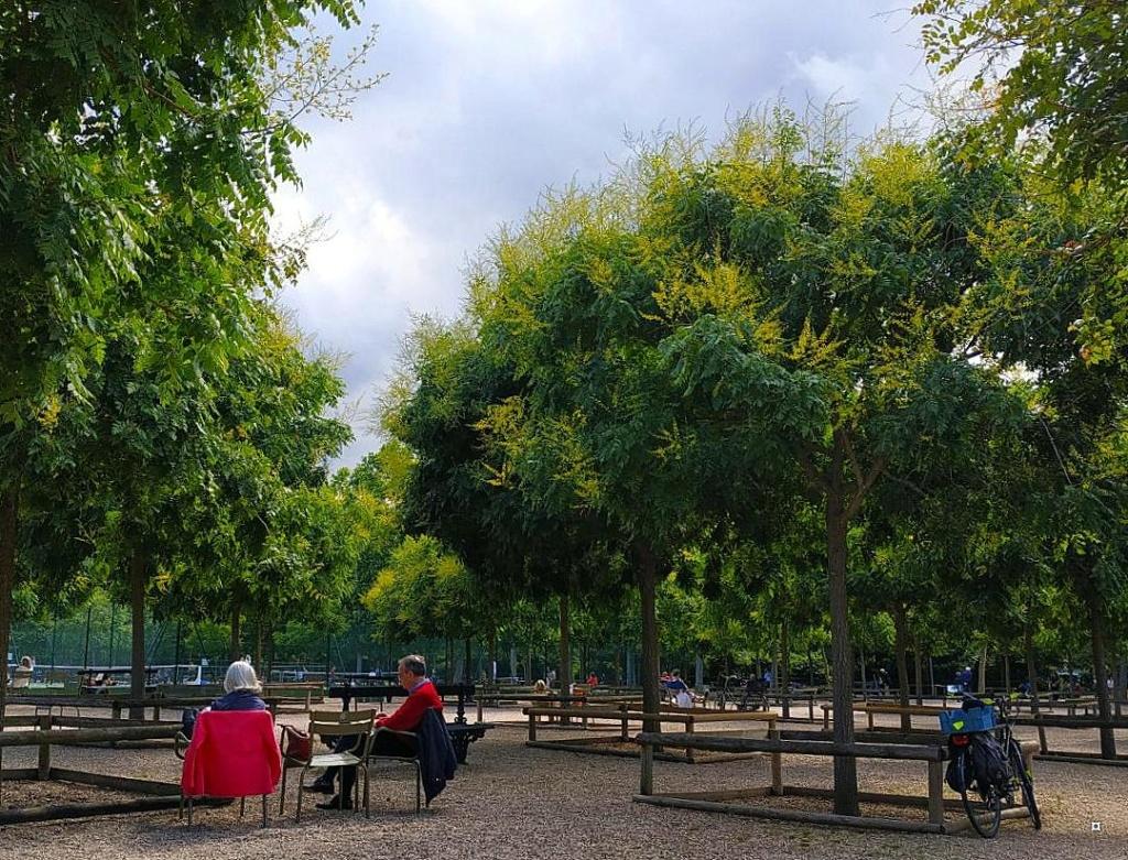 Choses vues dans le jardin du Luxembourg, à Paris - Page 8 Thumbn46