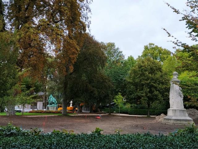 Choses vues dans le jardin du Luxembourg, à Paris - Page 8 Thumbn80