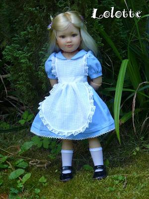 """L'univers """"Alice au pays des merveilles"""" de marrainefée et des Dollleuses. changement du titre le 20/11/18 - Page 5 P1020811"""