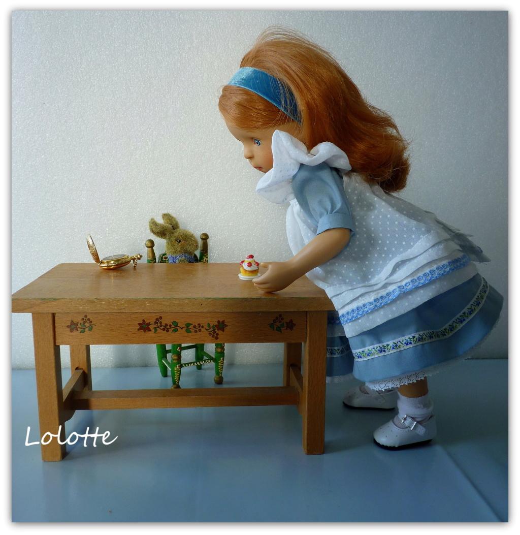 """L'univers """"Alice au pays des merveilles"""" de marrainefée et des Dollleuses. changement du titre le 20/11/18 - Page 5 P1120915"""