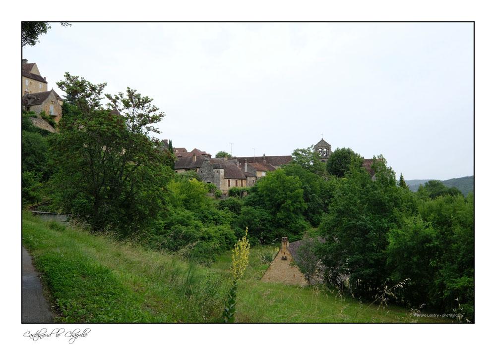 Le village de Castelnaud la chapelle et son château Dscf6310