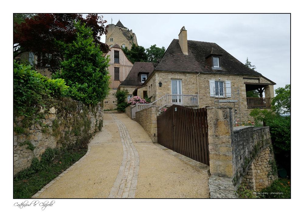 Le village de Castelnaud la chapelle et son château Dscf6311