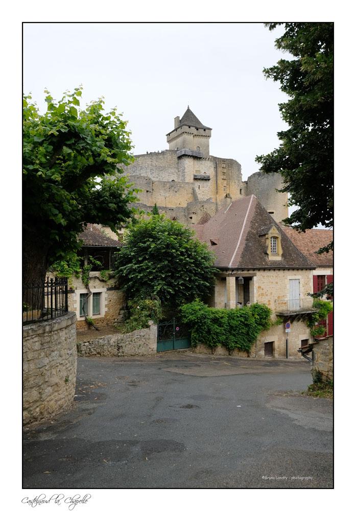 Le village de Castelnaud la chapelle et son château Dscf6315