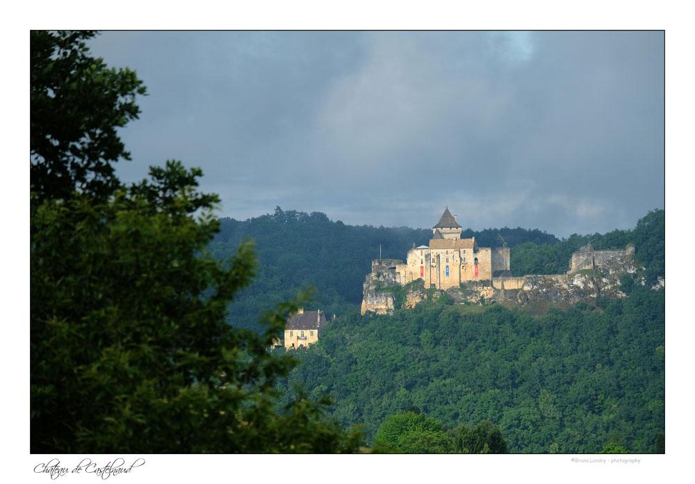 Le village de Castelnaud la chapelle et son château Dscf7327
