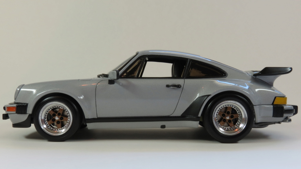 Porsche  930 fin '70 Img_4111