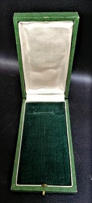 une boîte à médaille en identification au monograme royal de... 11868610