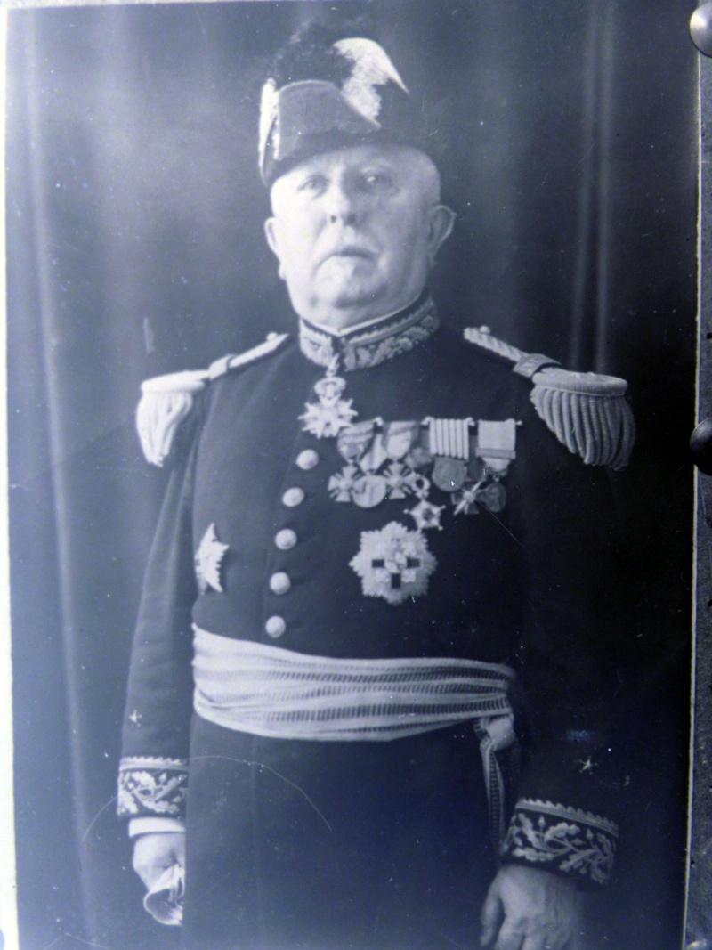 un général français à l'identification au tournant du siécle précedent,svp. P1070510