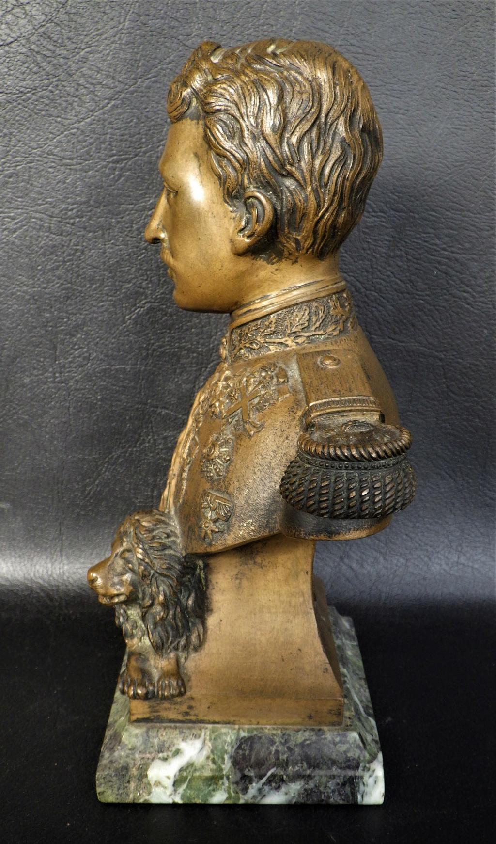 Buste roi Albert I (de belgique) et un mats à drapeau deco bureau Rimg5943