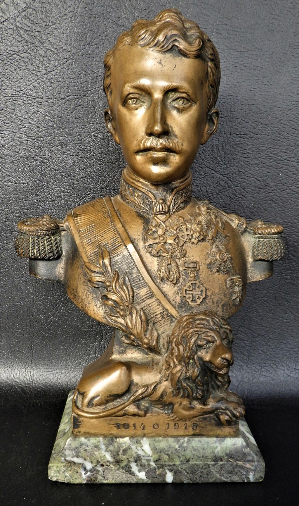 Buste roi Albert I (de belgique) et un mats à drapeau deco bureau Rimg5945