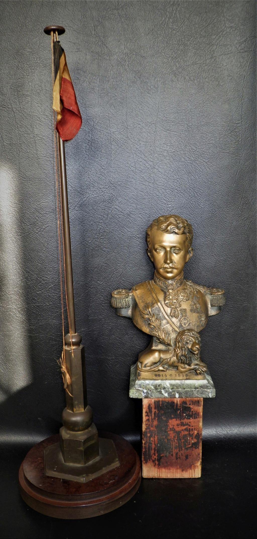 Buste roi Albert I (de belgique) et un mats à drapeau deco bureau Rimg6013