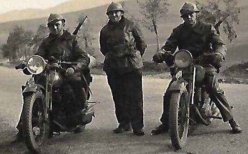 Identification d'automitrailleuses françaises - Années 30 ? Rif ? Moto410