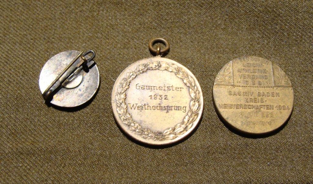 Insigne HJ 1er type et medailles sport Dsc05912