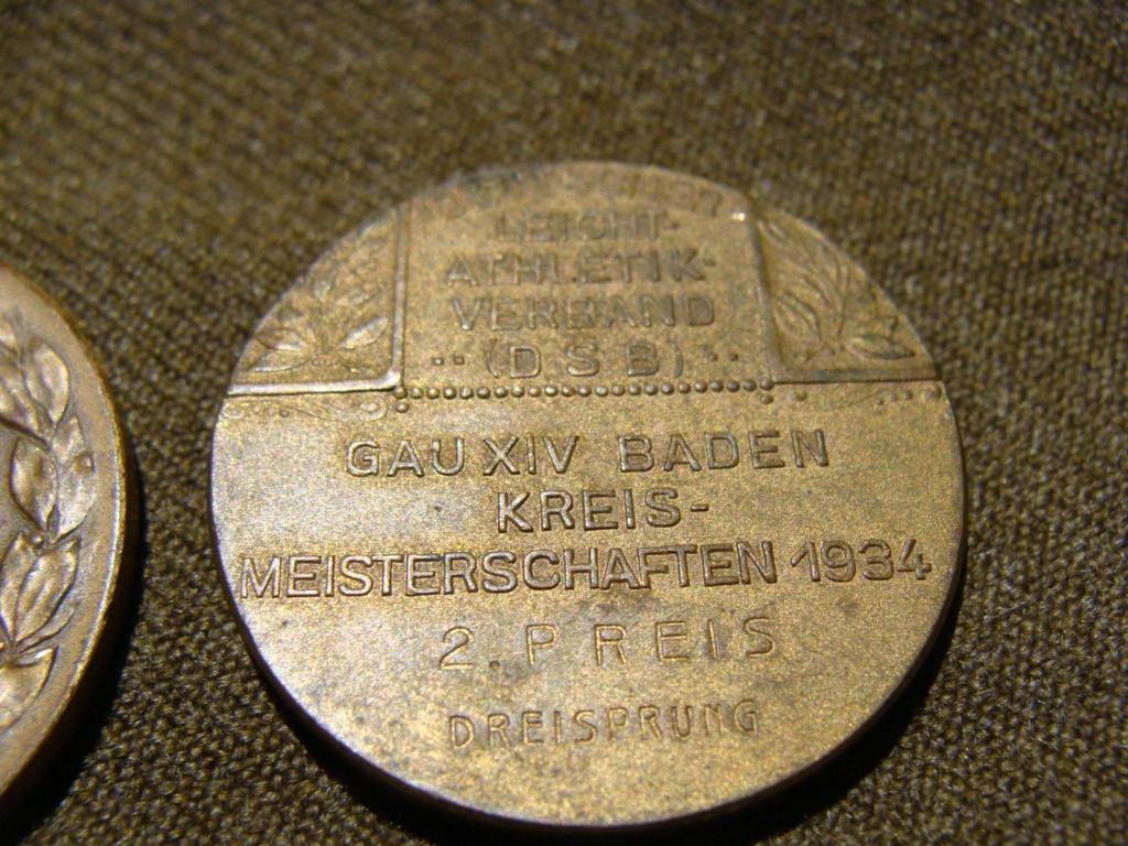 Insigne HJ 1er type et medailles sport Dsc05915