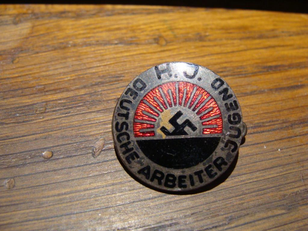 Insigne HJ 1er type et medailles sport Dsc06851
