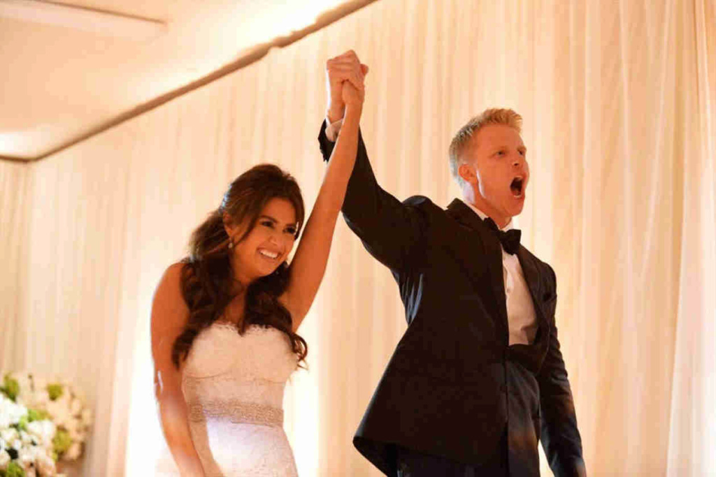 RaiseAndShine - Sean & Catherine Lowe - Fan Forum - Twitter - Facebook - Discussion Thread #71 Hand_h13