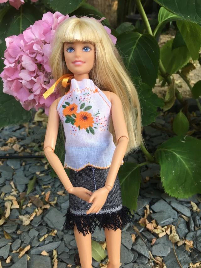 Après Hope : les Barbies articulées de la maison (et leurs tenues) Caf80610