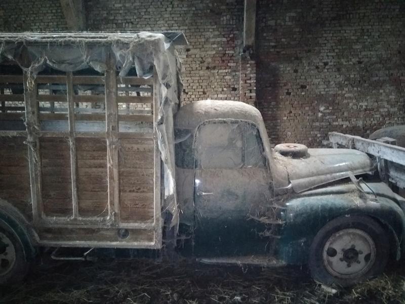 Quelle est cette vieille camionette? Img_2016