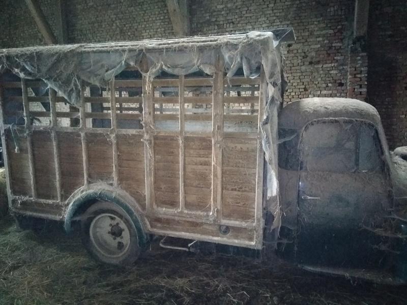 Quelle est cette vieille camionette? Img_2017