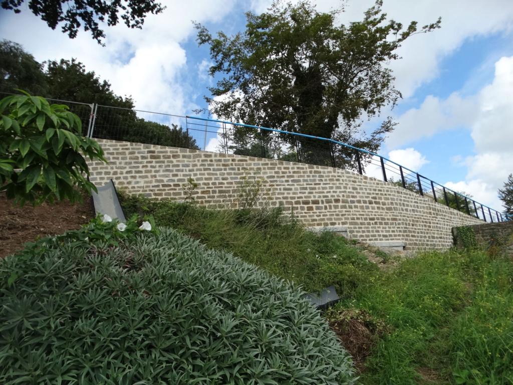 Jardin extraordinaire sur les falaises de Brest 3_equi11